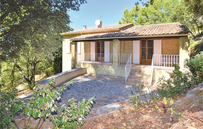 Beautiful home in Sablet with WiFi and 2 Bedrooms (FPV637), location de vacances à Seguret