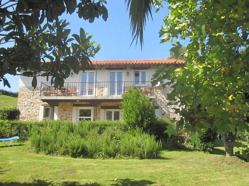 Infincavacations, Studio no. 1 with kitchen, Panoramicviews, 12km to the beach, vacation rental in San Mames de Meruelo