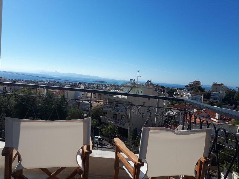 Sea view, big and comfortable apartment in Voula, location de vacances à Voula