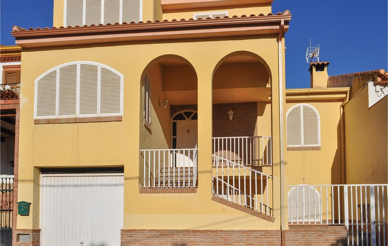 Amazing home in Olivares with Outdoor swimming pool, Outdoor swimming pool and 3, alquiler de vacaciones en Pinos Puente