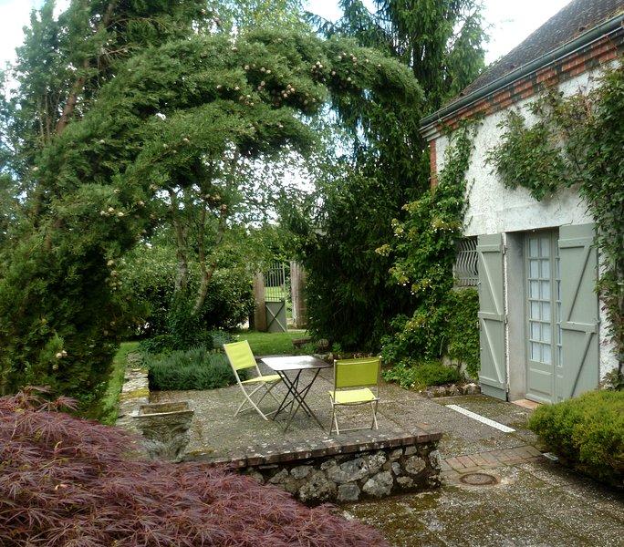 Le Studio, un petit gîte loft à Lorris, holiday rental in Beaune-la-Rolande