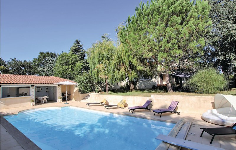 Awesome home in Montboucher sur Jabron with Outdoor swimming pool and 3 Bedrooms, location de vacances à Saint-Gervais-sur-Roubion