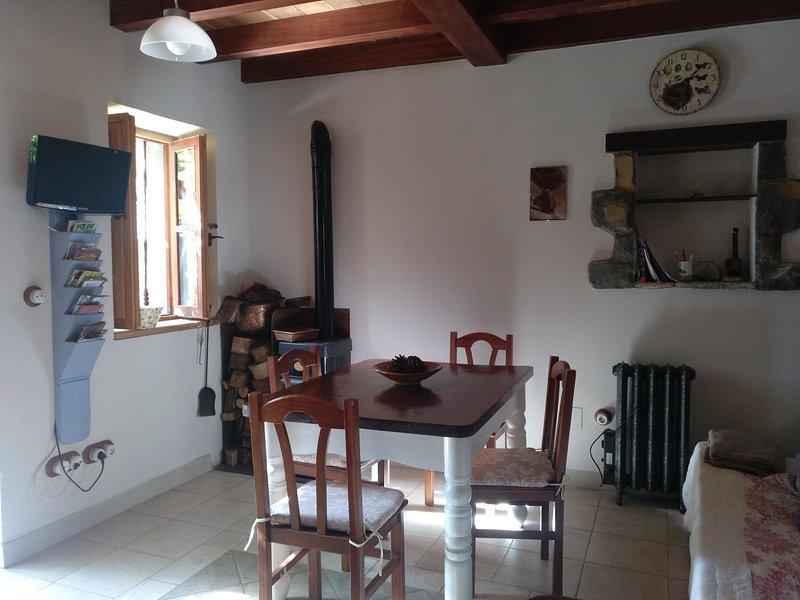 Casa Rural El Ñeru. A 5 min de la playa andando. Jardín privado. A 1 km Llanes, vacation rental in Puertas De Vidiago
