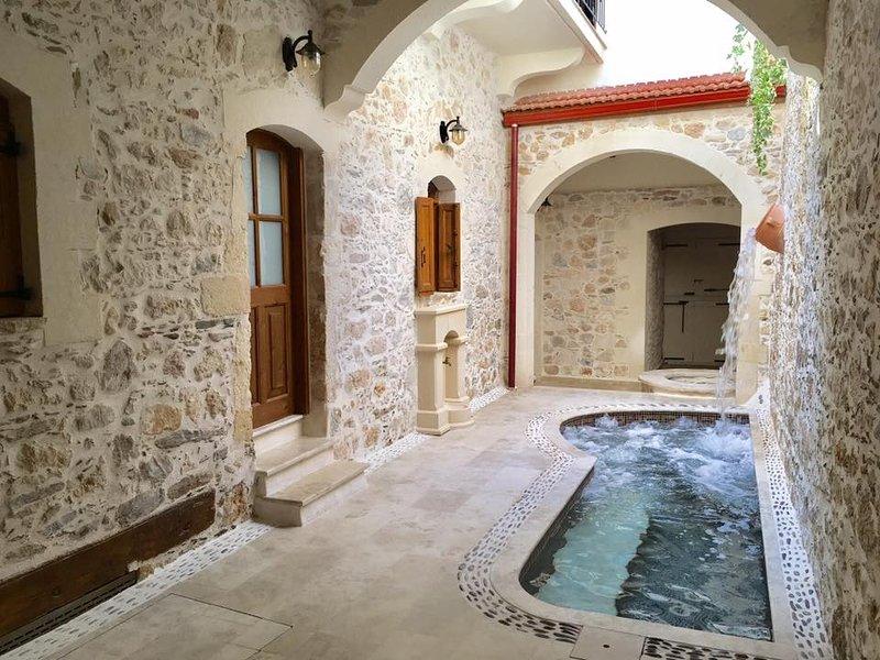 Villa Kamares entire villa 5 Bedroom,4 bathroom,3 sofa bed,seaview,balcony,pool, alquiler vacacional en Panormos
