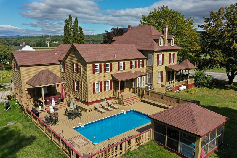 THADDEUS TWITCHELL HOUSE - Pool, Hot Tub, Game Room, Weddings, Skiing, Hiking!!!, holiday rental in Woodstock