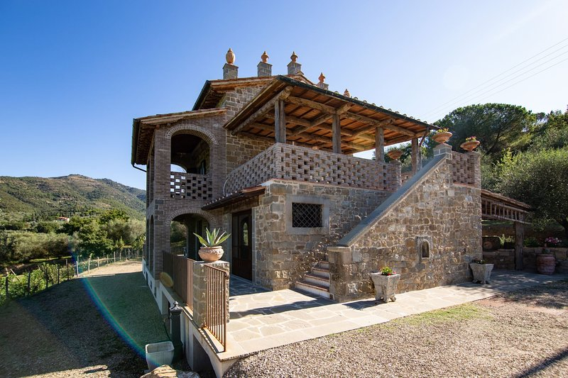 Mortelle Villa Sleeps 10 with Pool and Air Con - 5814657, holiday rental in Vitiano