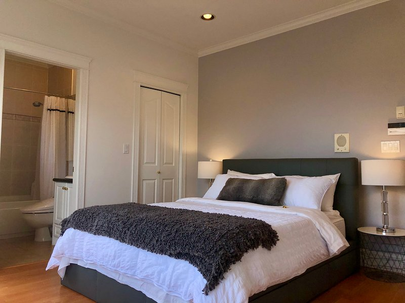 4BRM 2BA Comfort -- Entire Stylish Suite, vacation rental in Burnaby