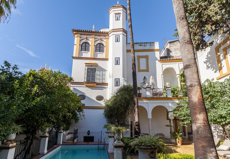 Simply, The Best House in Seville! Swim Pool, 5BR, holiday rental in Lora del Rio