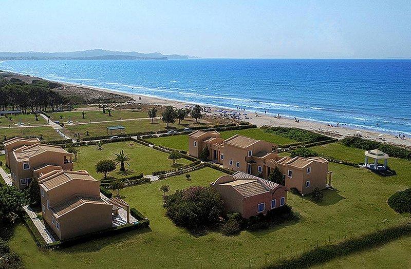 Beachfront, luxury  maisonette-village. Two-bedroom units., location de vacances à Acharavi