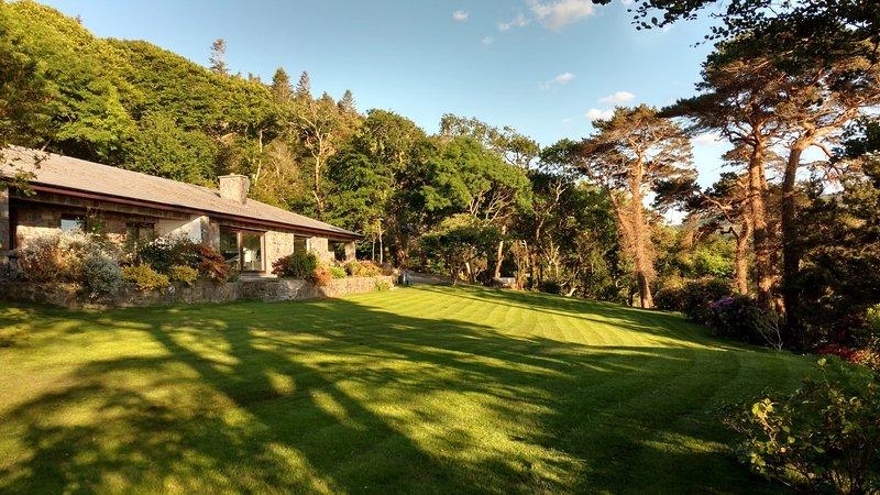 CARAGH LAKE HOUSE - VIEWS!, vacation rental in Killorglin