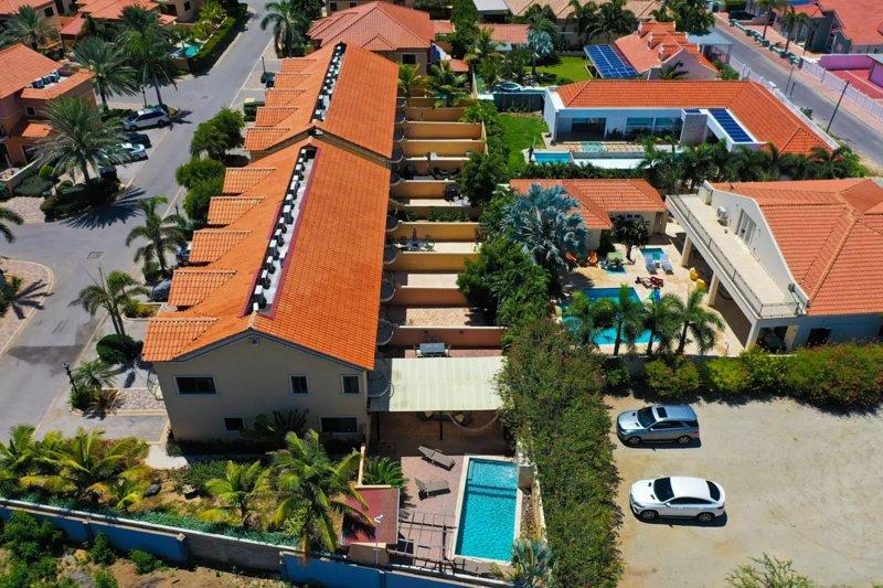 NICE HOUSE WITH PRIVATE POOL IN GOLD COAST, location de vacances à Aruba