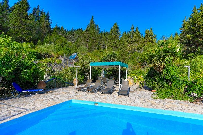 Villa Sevi: Secluded, Private pool, A/C, location de vacances à Rantatika