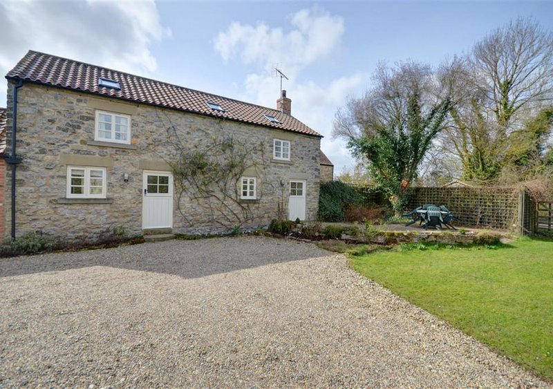 Standfield Hall Cottage, holiday rental in Kirby Misperton