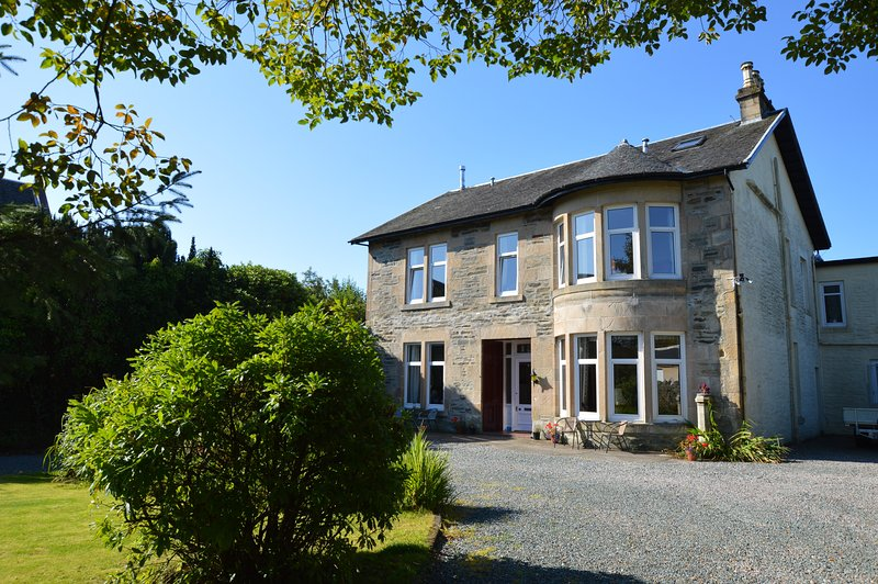 Rosscairn Villa, newly refurbished, pet friendly, holiday rental in Blairmore