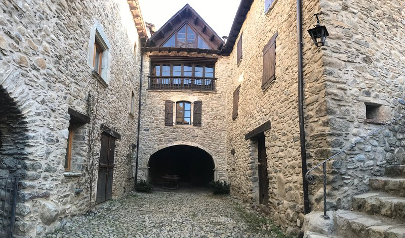 Casa señorial S.XVI-Alto (4 plazas), holiday rental in Bisaurri