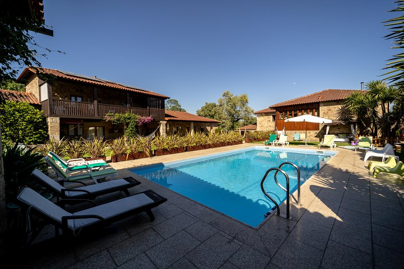 Amazing house with swimming-pool, location de vacances à Vila Verde