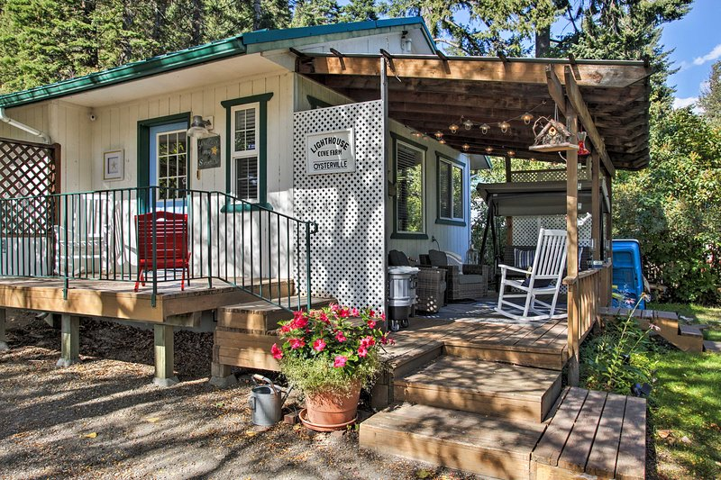 Explorez Twin Lakes depuis cette maison au bord du lac à 2 lits et 1 salle de bain.
