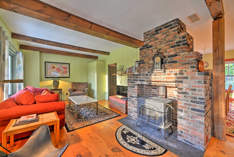 This home has 2 bedrooms, 1.5 baths, and sleeps 4.