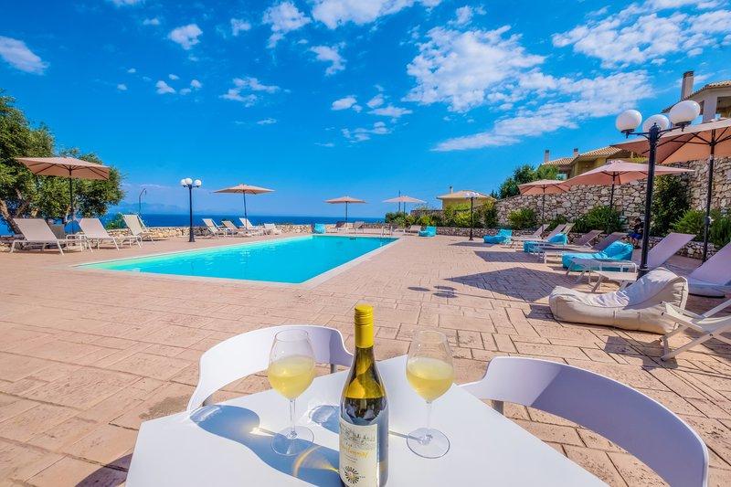 Hilltop Residences, Deluxe Villa Residnece, holiday rental in Petalidi