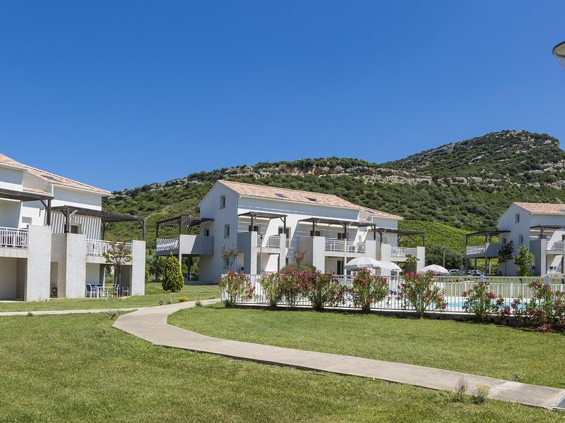 Summer apartment in the hilly landscape of Oletta, holiday rental in Santo-Pietro-di-Tenda