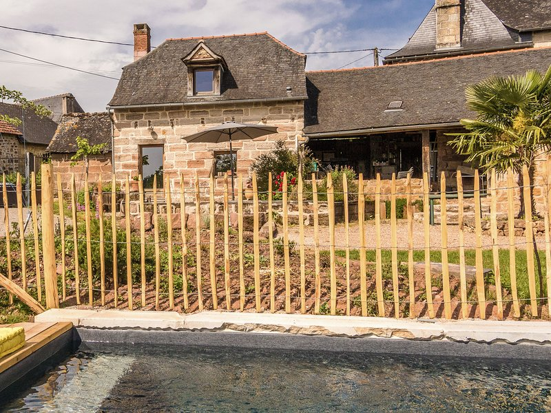 Comfortable house, with use of the swimming pool, in the rolling French countrys, vacation rental in Juillac
