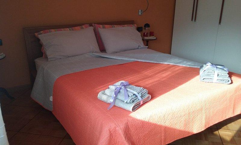 B&B 'La Grazia' Trento - Camera 'Bondone' con bagno privato, alquiler de vacaciones en Trento