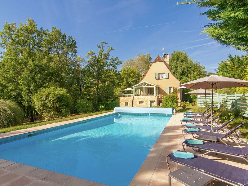 Beautiful Villa with Private Pool in Masclat, alquiler vacacional en Loupiac