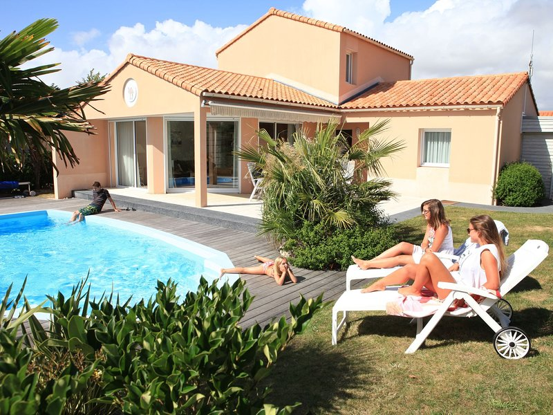 Large, detached villa with a dishwasher, 800 m. from the sea, holiday rental in Chateau-d'Olonne