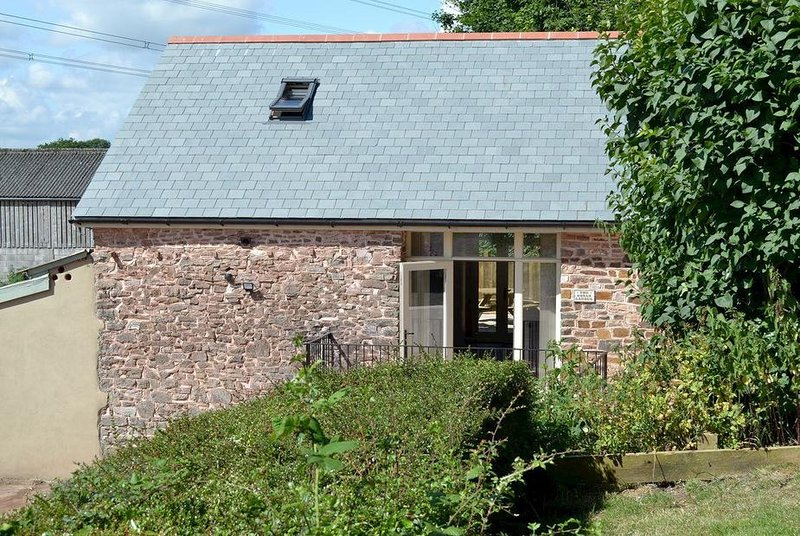 Three Bedroom Barn Conversion, vakantiewoning in Bampton