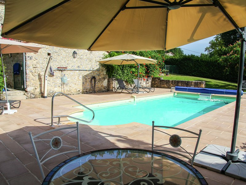 Beautiful authentic villa with private pool, spectacular view and near Monpazier, vacation rental in Lot-et-Garonne