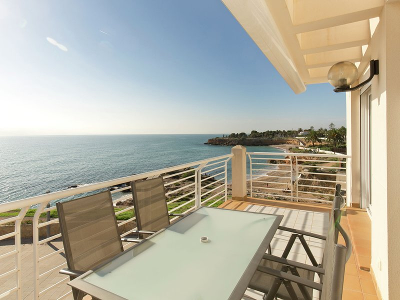 Modern Apartment in Vinaròs with Swimming Pool, holiday rental in Alcanar