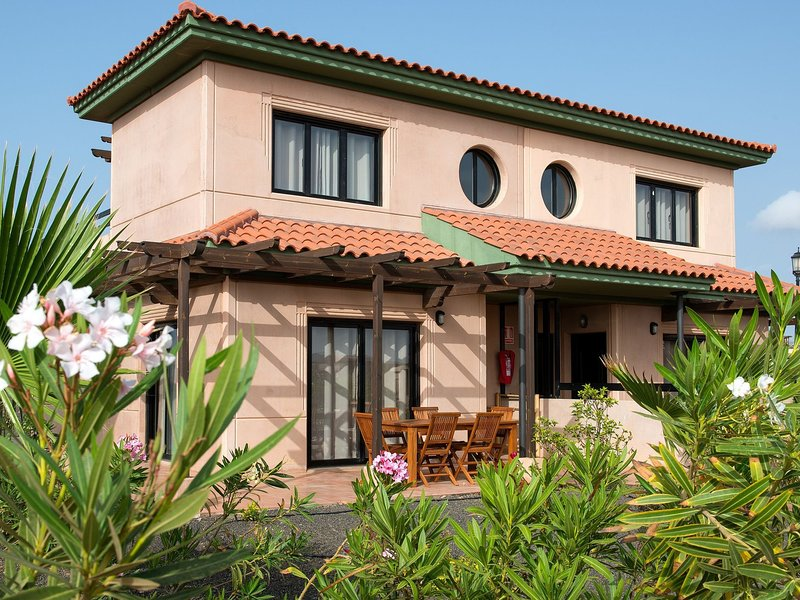 Villa Suite near Playa el Hierro and volcan Calderon Hondo, holiday rental in Lajares