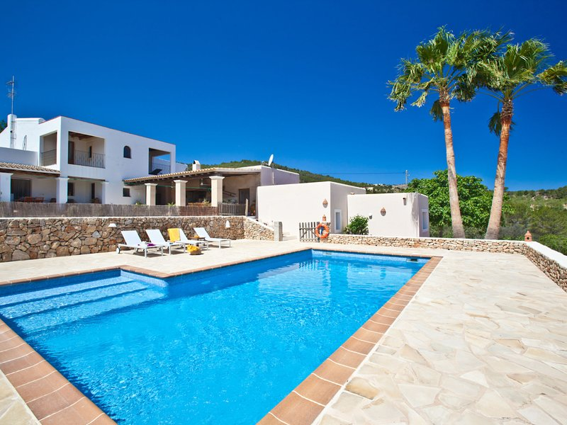 Cozy Mansion in St Joan de Labritja with Swimming Pool, alquiler vacacional en San Lorenzo
