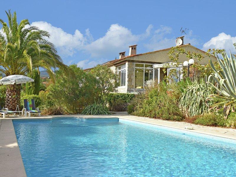 Quaint villa in Fayence with Private Pool, alquiler de vacaciones en Fayence