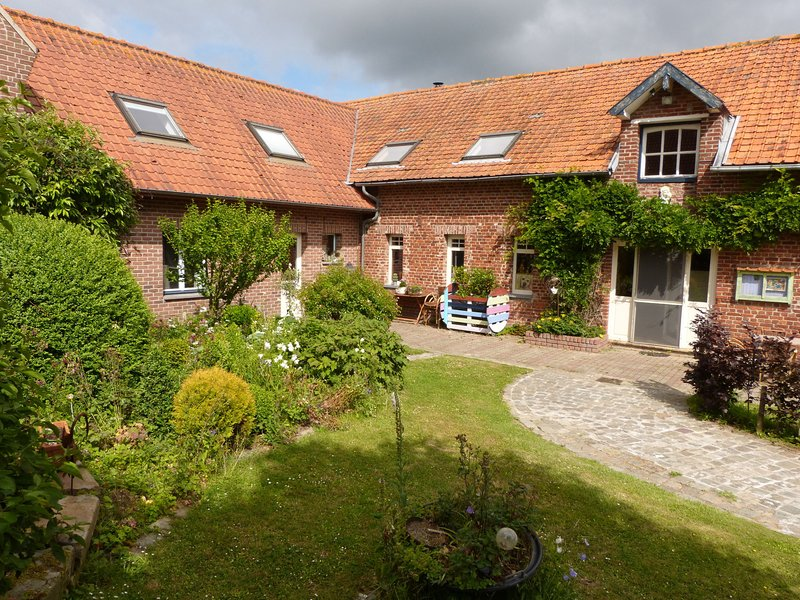 Modern Holiday Home in Hondschoote with garden, holiday rental in Westvleteren