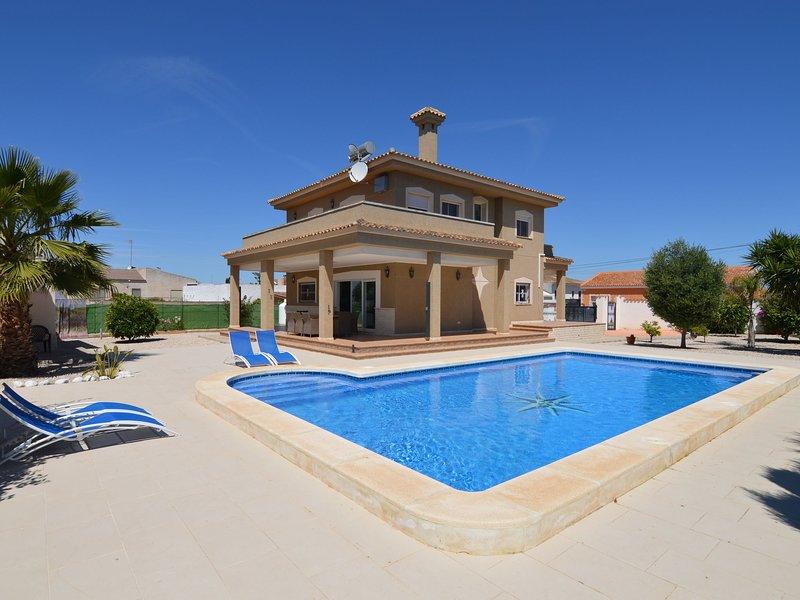 Magnificent villa for large families in San Fulgencio, location de vacances à San Fulgencio