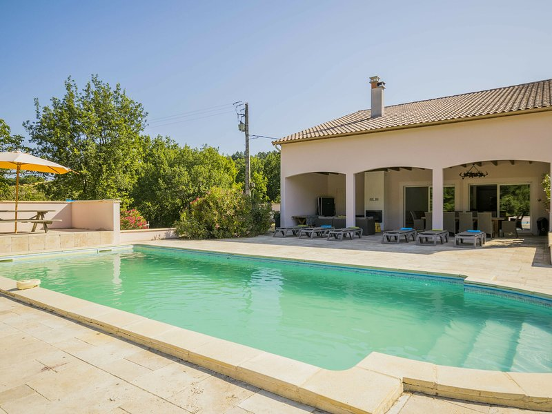 Modern house with privat pool near the most beautiful places on the river Lot, location de vacances à Thézac