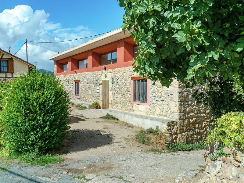 Spacious Mansion in Basque Country with Swimming Pool, holiday rental in Abalos