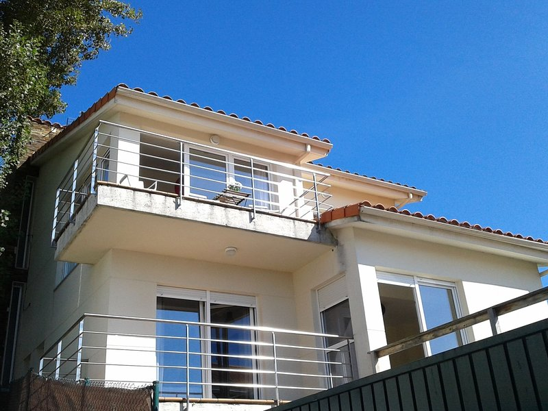 Cozy Holiday Home in Oleiros with Private Pool and Jacuzzi, vacation rental in Oleiros