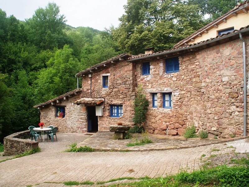 Quaint Holiday Home in Riudaura with Shared Pool, alquiler vacacional en Vidrà