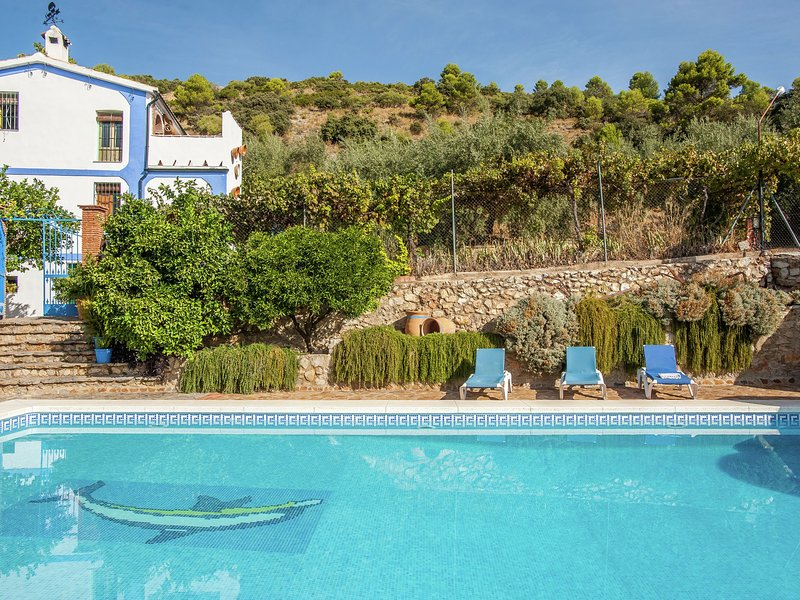 Rural apartment with pool and jacuzzi in an old Andalusian country hous(Cordoba), vacation rental in Lucena