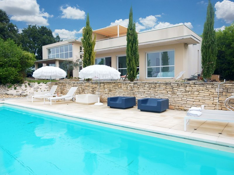 Splendid architectural villa built in a beautiful location in the Ardèche, holiday rental in Orgnac-l'Aven