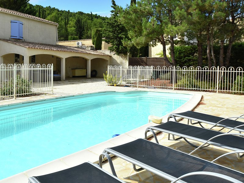 Spacious villa in Montbrun-des-Corbieres with Private Pool, vacation rental in Fabrezan