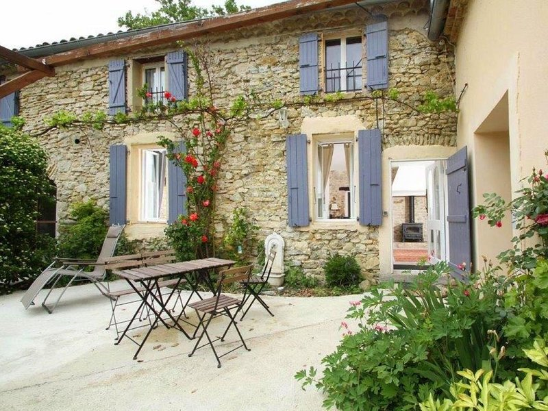 Charming Farmhouse in Pont-de-Barret with Swimming Pool, vacation rental in Charols