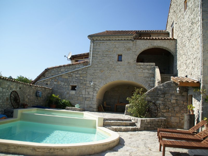 Vintage Holiday Home in Lanas with Swimming Pool, vacation rental in Balazuc