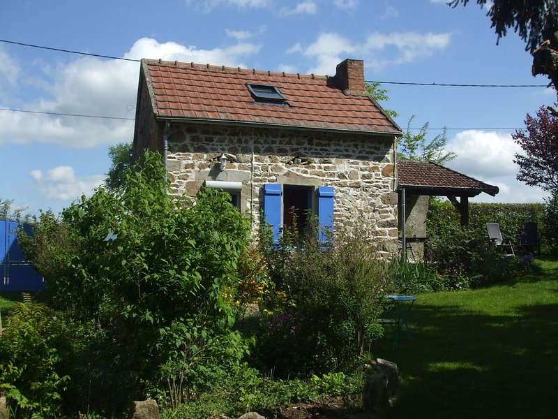 Quaint Holiday Home with Garden in Pionsat Auvergne, holiday rental in Virlet