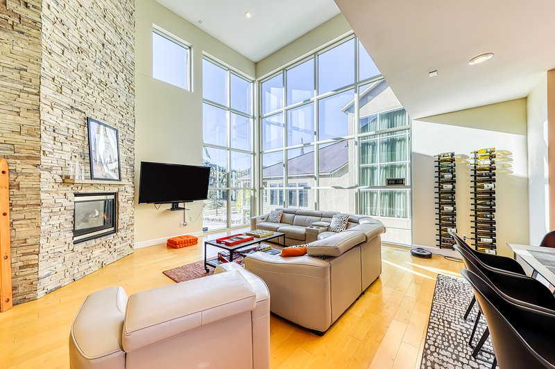 Upscale, modern, and bright condo across the street from the slopes!, location de vacances à Brian Head