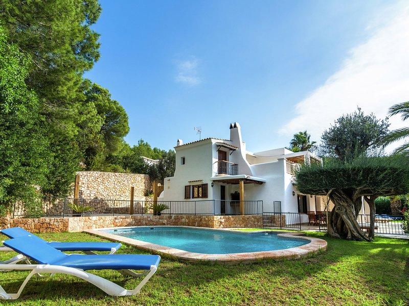 Cozy Holiday Home in Santa Eulària des Riu with Private Pool, aluguéis de temporada em Siesta