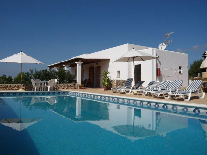 Splendid Mansion in San Rafael with Jacuzzi, holiday rental in Sant Rafel