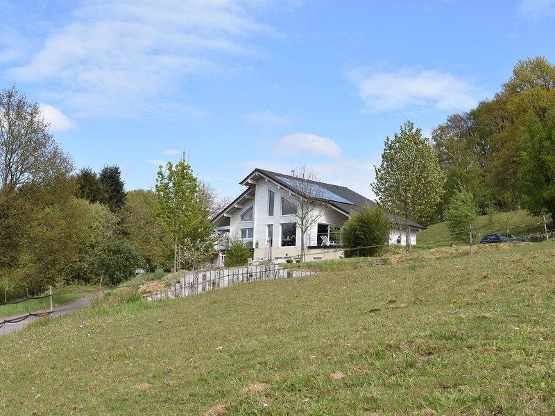 Quaint Holiday Home in Varsberg with Terrace, holiday rental in Berig-Vintrange